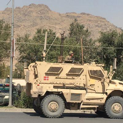 Danska militärfordon och afghanska polisen anlände snabbt till platsen där talibanerna utförde en självmordsattack