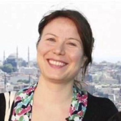 Turkisk domstol dömde den finländska journalisten Ayla Albayrak tll två års fängelsestraff.