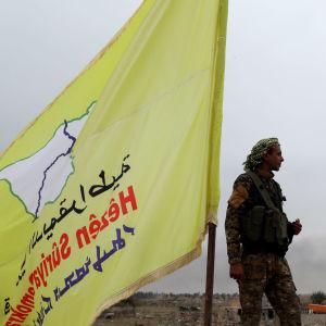 Den kurdisk-arabiska styrkan SDF har i månader förberett sig för en turkisk invasion bland annat med omfattande tunnelbyggen vid gränsen till Turkiet