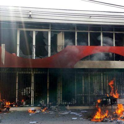 Opiskelijoiden katoamisesta raivostuneet mielenosoittajat murtautuivat 12.1.2014 Guerreron osavaltion parlamenttirakennukseen Chilpancigossa ja sytyttivät rakennuksen tuleen.