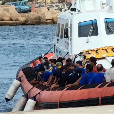 Migranter på Lampedusa.