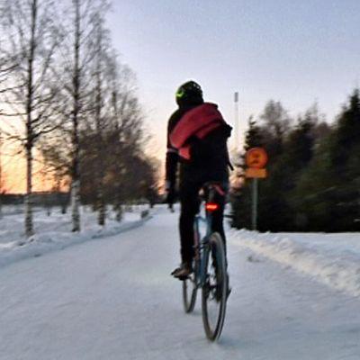 Oulun pyörätiet ovat talvisin hyvässä ajokunnossa.