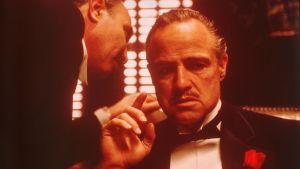 Kummisetä. Ohjaus Francis Coppola. Kuvassa Marlon Brando.