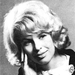 Kirjailija Kaari Utrio kustantantajan ottamassa henkilökuvassa ensimmäisen romaaninsa jälkeen 1968