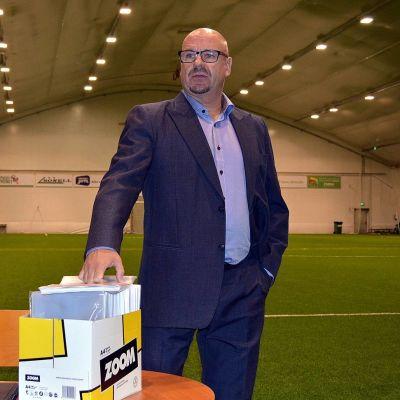 Oulun Palloseuran manageri ja joukkueenjohtaja Miika Juntunen.