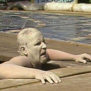 Näyttelijä Kari Väänänen Klonkkuna Suomenlinnassa 1988.