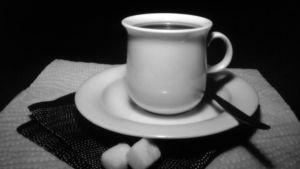 Fotografi taget med nålhålsteknik som föreställer en kaffekopp.