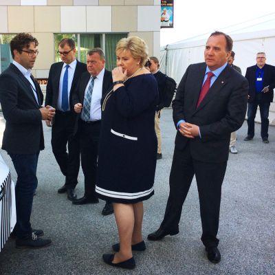 Pohjoismaiden pääministereille esitellään itsestään ajavaa autoa.
