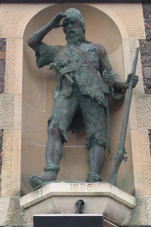 En staty som föreställer Alexander Selkirk.