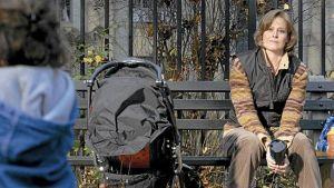 Tyttö puistossa elokuvassa Sigourney Weaver esittää naista, joka kadottaa pienen tyttärensä puistossa.