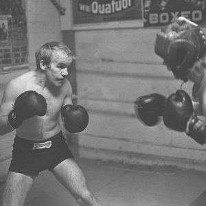 Olli Mäki harjoittelee (1960).