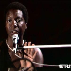 Nina Simone esiintyy