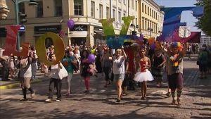 Helsinki Pride -kulkue (2011).