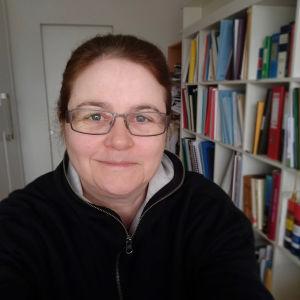 Kapellimestari Anna-Maria Helsing selfiessä koronakeväänä 2020.