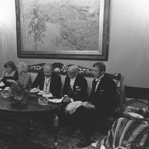 President Kekkonen, statsminister Martti Miettunen och utrikesminister Keijo Korhonen under mottagningen 1976.