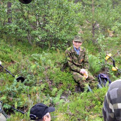 Sallan Hautajärven kylän niittoväestä on partisaanien iskun jäljiltä yhä kateissa ihmisiä.