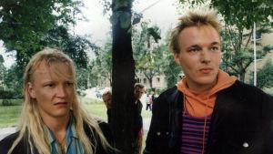 Janne Reinikainen ja Joona Majurinen tv-elokuvassa Ilmakitarat.