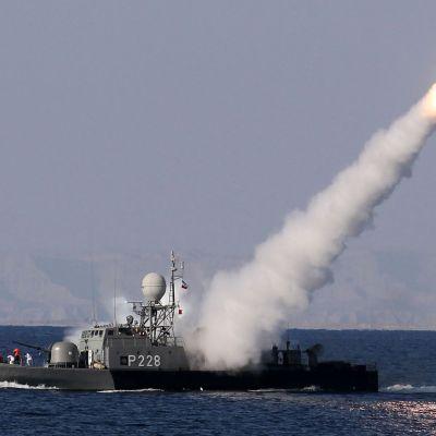 Iran provskjuter Mehrabmissil.