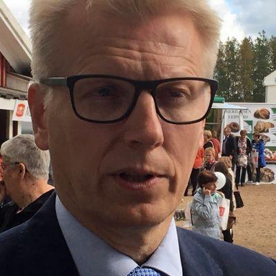 Maa- ja metsätalousministeri Kimmo Tiilikainen (kesk.)