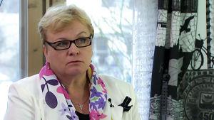 Paula Alasimonen haastattelukuvassa.