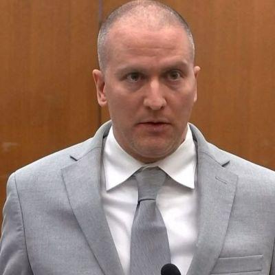 Entinen poliisi Derek Chauvin oikeudessa.