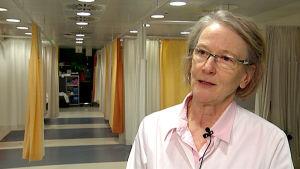 Avohoidon ylilääkäri Pamela Miettinen haastattelukuvassa.