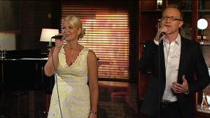 Tomas och Maria Höglund sjunger i prågrammet På resande not.