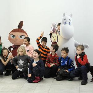 Barn vid premiären av serien Mumindalen.