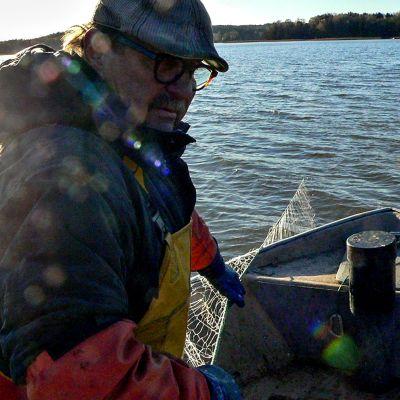 kalastaja verkoilla, Hannu Lahtonen