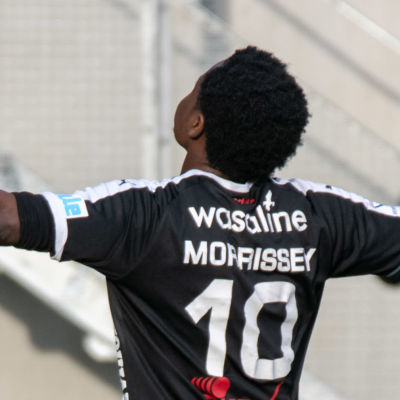 Steven Morrissey firar mål.