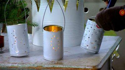 Fackelhållare och ljuslyktor av gamla konservburkar
