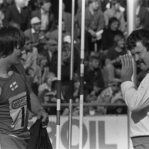 Keihäänheittäjät Hannu Siitonen ja Jorma Kinnunen Ruotsi-ottelussa 1960-luvulla