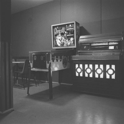 Bar med jukebox och flipper, 1960