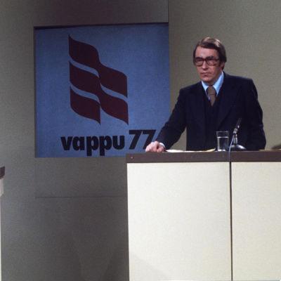 Kari Mänty, Esko Kitula ja Seppo Heikki Salonen uutisstudiossa vappupäivänä 1977.