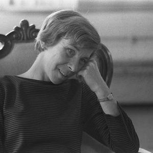 En svartvit bild på Tove Jansson.