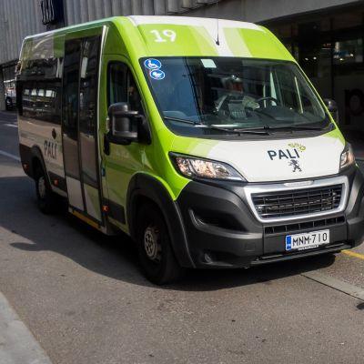 Palveluliikenteen bussi Tampereella