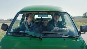 """Peik Stenberg kör bil i filmen """"Livet efter döden"""""""