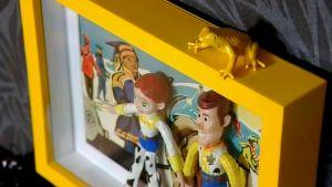 Tavelramar med leksaker