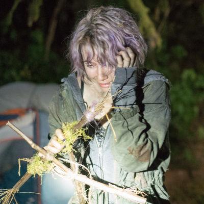 Tamara (Valorie Curry) är rädd då hon igen hittat konstiga symboler av ihoptvinnande kvistar.