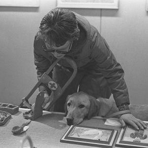 Synskadad med ledarhund, 1960