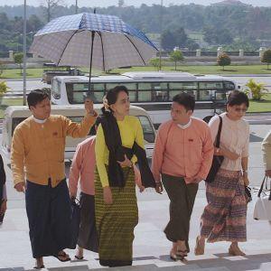 Miten Myanmar on siirtynyt sotilasdiktatuurista siviilihallintoon?