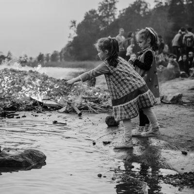 Tarinoiden Suomi -dokumenttielokuva kertoo suomalaisten henkilökohtaisten tarinoiden kautta sen, mikä on meille tärkeintä.