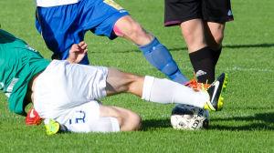 Fotbollsspelare glidtacklar