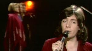 Kirka laulaa Pop Story -ohjelmassa.
