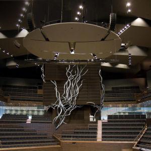 Montaasi, jossa Musiikkitaloon rakennettavat urut on editoitu Musiikkitalon konserttisaliin.