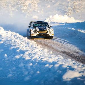 Valtteri Bottas ajaa Tunturirallia tammikuussa 2019.