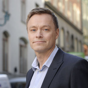 Porträtt på Finansispektionens chefsekonom Henrik Braconier.