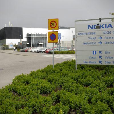 Nokian Salon tehdas aamulla 14.6.2012.