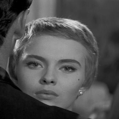 Jean Seberg on Cécile elokuvassa Tervetuloa ikävä