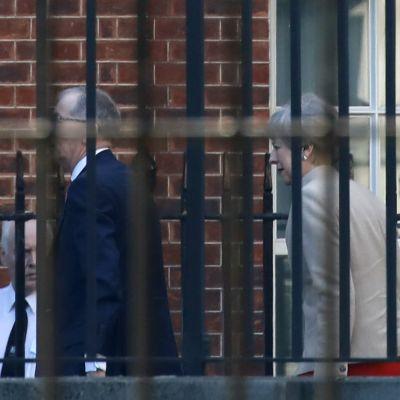 Storbritanniens premiärminister Theresa May anländer till Downings Street